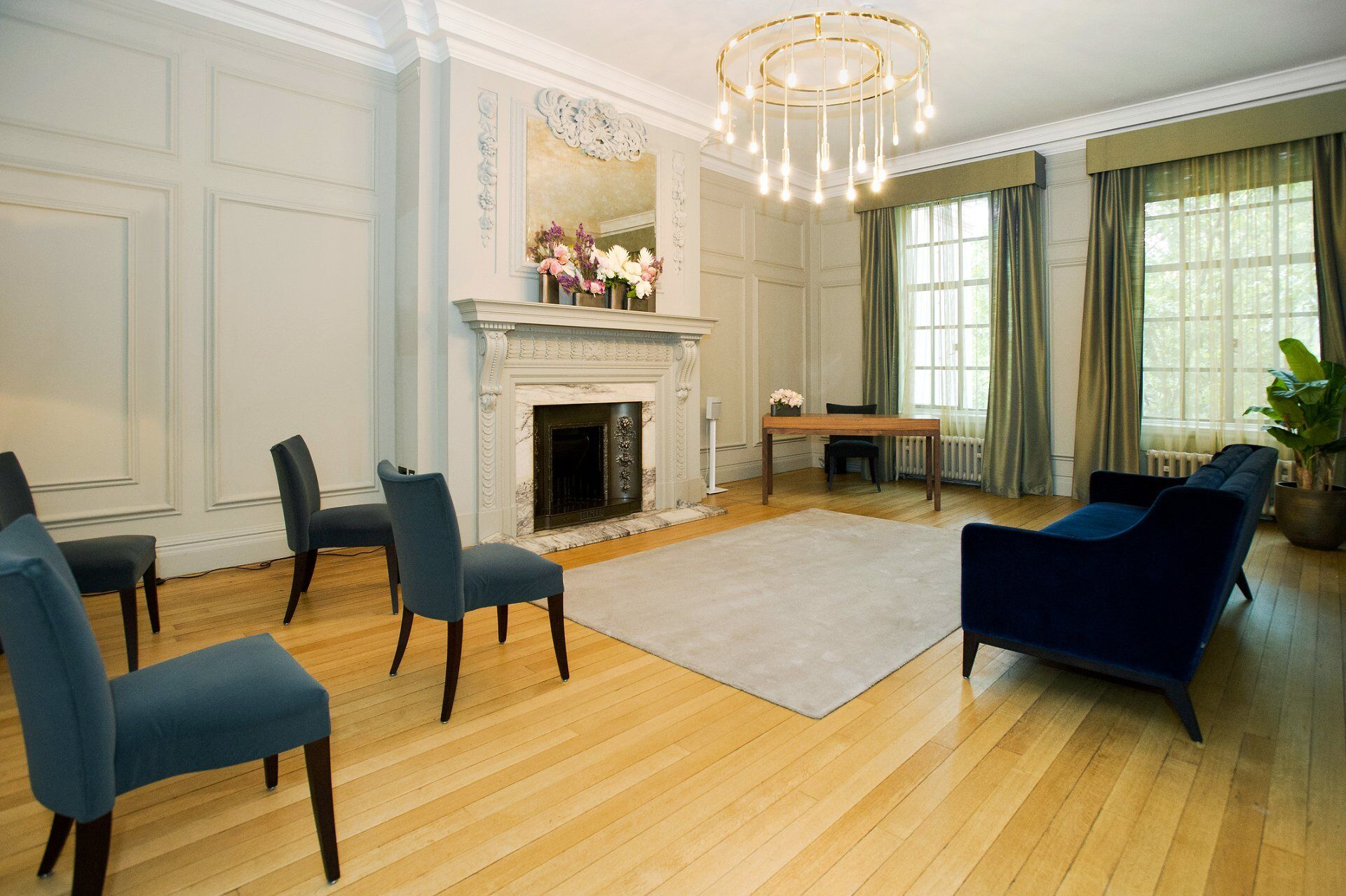 seating for 5 or 6 guests in the soho room showing the new covid 19 room layout for safety