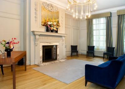 soho-room-revised-coronavirus-layout-for-6-guests-in-warm-stylish-surroundings